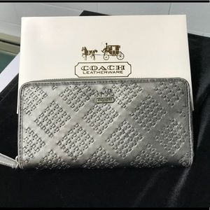COACH Accordion Zip Around Wallet